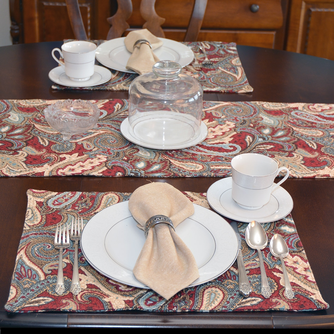 Sweet Pea Linens - Garnet Paisley Matelasse Rectangle Placemats - Set of Four plus Center Round-Charger (SKU#: RS5-1002-A12) - Alternate Table Setting