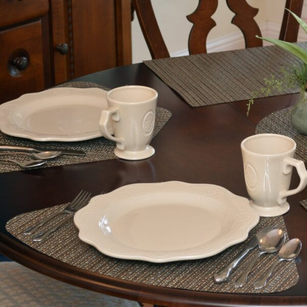 Sweet Pea Linens - Dark Brown & Blue Wipe Clean Wedge-Shaped Placemats - Set of Four plus Center Round-Charger (SKU#: RS5-1006-F31) - Table Setting