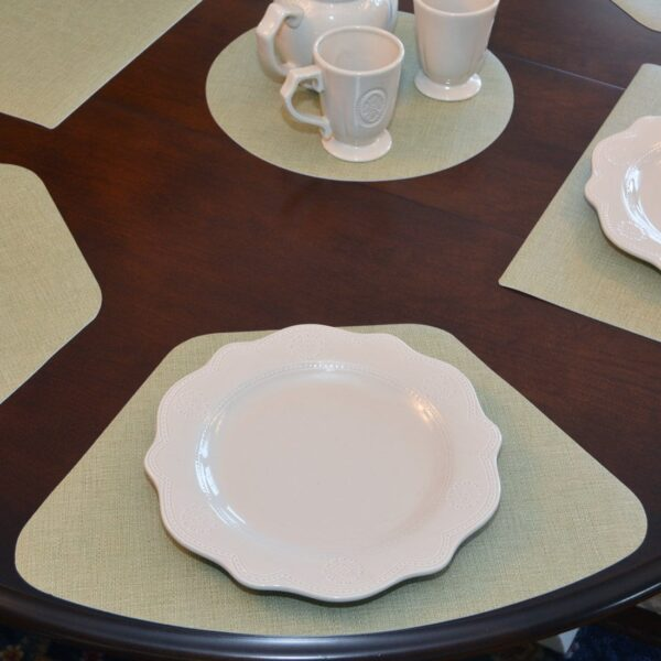 Sweet Pea Linens - Green Vinyl Wipe Clean Wedge-Shaped Placemats - Set of Four plus Center Round-Charger (SKU#: RS5-1006-V8) - Table Setting