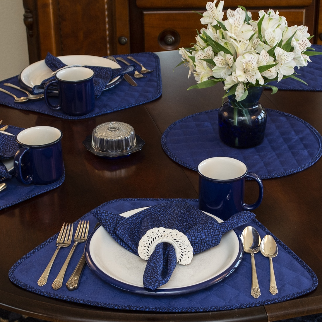 Sweet Pea Linens - Dark Royal Blue Cobblestone Rolled Hem Cloth Napkin (SKU#: R-1010-Y30) - Alternate Table Setting